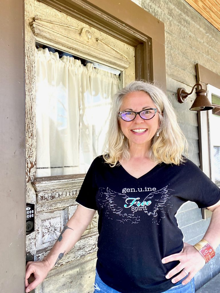 Tiffany Eckhardt, Certified Life Coach helping midlife women believe their. best years are ahead.  Are you a midlife mulitpotentialite?